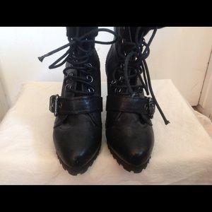 Pour La Victoire Black Leather booties US7